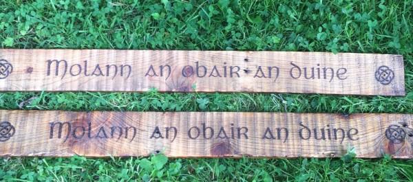 """Sea, is fiú é a rá faoi dhó: Molann an obair an duine"""" Molann an obair an duine"""